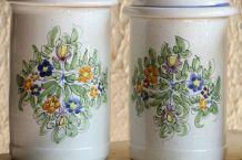 Assortiment de 4 pots, décor fleuri, faits main