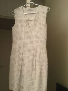 Robe blanche broderie anglaise
