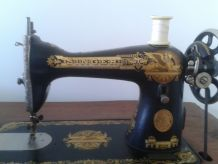 MACHINE SINGER 1938 15K30  AVEC RELIEF EGYPTIEN