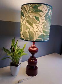grande lampe vintage avec abat-jour jungle et pied tourné