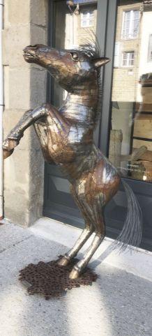 cheval en metal