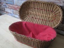 Belle boîte à couture ancienne en osier et tissu