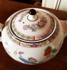Théière en porcelaine Wedgwood motif «Kutani Crane»