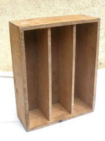 casier d'atelier en bois  , ancien