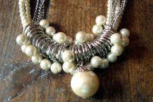 """1 collier """" fantaisie  """" 1970/1980"""