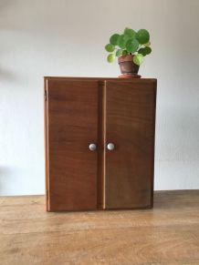 Armoire de toilette en bois vintage