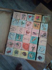 Jeu ancien cubes alphabétiques en bois