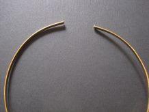 Tour de coup avec un   pendentif ancien vitange