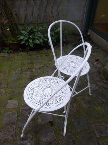 2 chaises de jardin en fer forgé blanches années 30