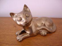 Petit chat en bronze doré