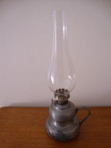 LAMPE A PETROLE EN ETAIN