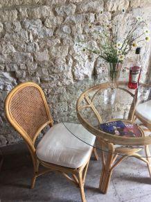 Table en rotin et dessus de verre + 4 chaises