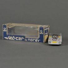 voiture Norev avec sa boîte 1/43 ème Lola T294 Jet car