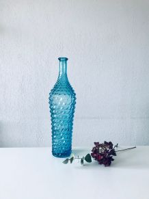 Grande carafe Italienne en verre moulé bleu