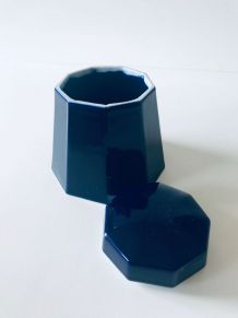 Boite ou bonbonnière bleue en porcelaine de Limoges