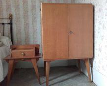 Armoire et table de nuit vintage (vendues aussi séparément)