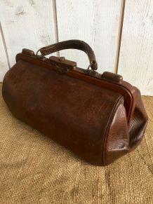 Ancienne sacoche de médecin en cuir