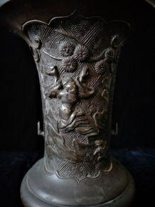 Vase en bronze fin XIXème