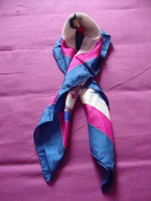 4d8da6960e597 Echarpe et foulard femme d'occasion – Luckyfind