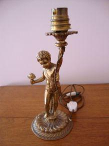 ANCIEN PIED DE LAMPE CHERUBIN EN BRONZE DORE