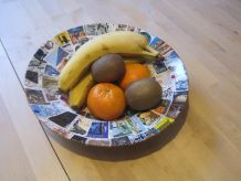 Creation coupe a fruits  .Sur plat creux en porcelaine