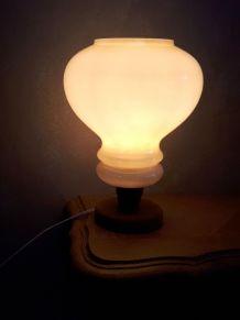 lampe de table ou chevet 1970 en opaline blanc beige