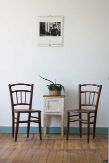 Chaises bistrot gravées