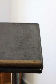Tablette sur trépied industriel