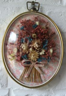Petit cadre ovale vintage en laiton avec fleurs séchées