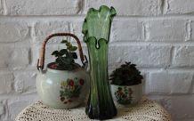 Vase vintage en verre soufflé vert col à volants