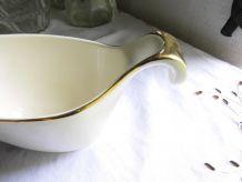 Saucière en porcelaine ivoire et or V & B