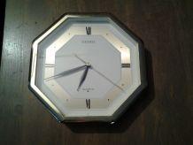 Horloge murale Seiko octogonale QAF118G