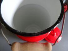 Pot à lait tôle émaillée rouge