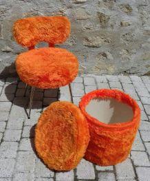 Chaise moumoute vintage avec pouf