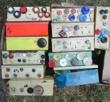lot de milliers de boutons anciens fabrication France