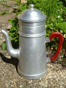 cafetière  ancienne en aluminium , vintage