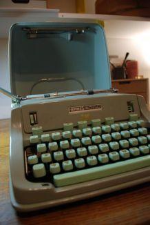 Machine à écrire Hermès 3000