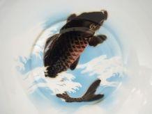 Grand saladier en métal émaillé, décor poisson