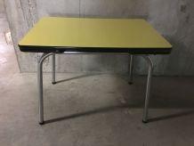Table en formica jaune années 60