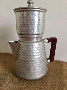 Cafetière en aluminium martelé avec poignée bakelite