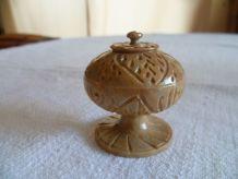 Boite stéatite ou pierre à savon ciselée Inde