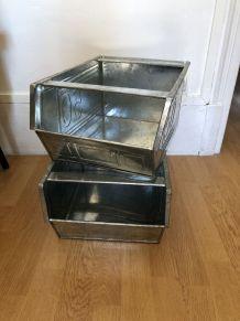 Lot 2 casiers / bacs en métal industriel