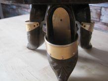 coupe a fruits en bois sur 3 pieds forme rebord ajouré metal