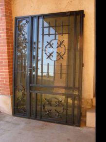 Porte d'entrée vitrée en fer forgé  droite poussant