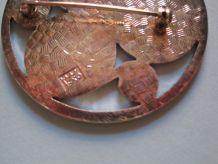broche ronde metal argentée