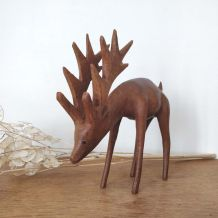 Statuette vintage Cerf en bois sculpté