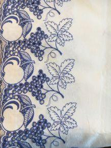 Chemin de table coton brodé bleu