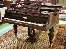 Piano à queue Pleyel n°23280, en fonte et palissandre