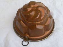 Moule ancien à gâteau en cuivre étamé