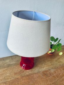 Lampe ancienne en verre rouge transparent